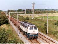 DB-loc 225 027 achterop een goederentrein  |  Lontzen (B)  |  4 september 2004   [336 kB]